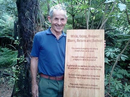 Leo Koppens with the tribute plaque designed by his family